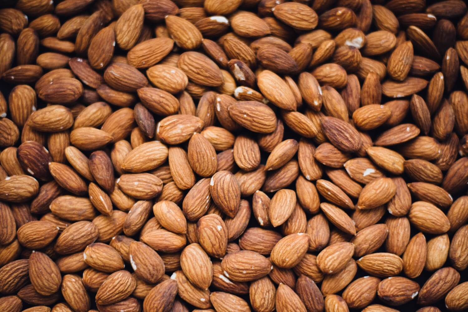 Almonds: a healthy nurse snack!