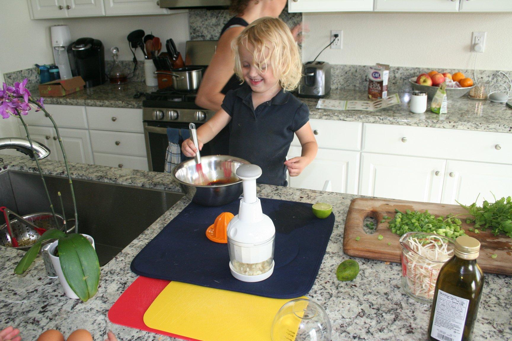 raddish kids kids review, kids kitchen, kids subscription box, kits for kids,